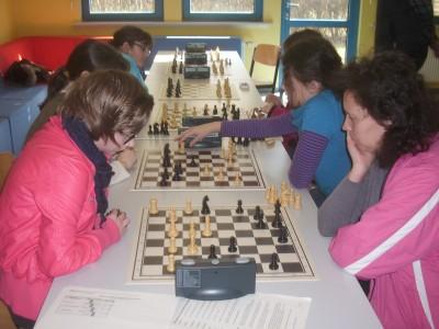 Hessische Frauen-Blitz-Mannschaftsmeisterschaft 2013 - Rest der Welt (links) - Schachvereinigung Oberhessen Echzell (rechts)